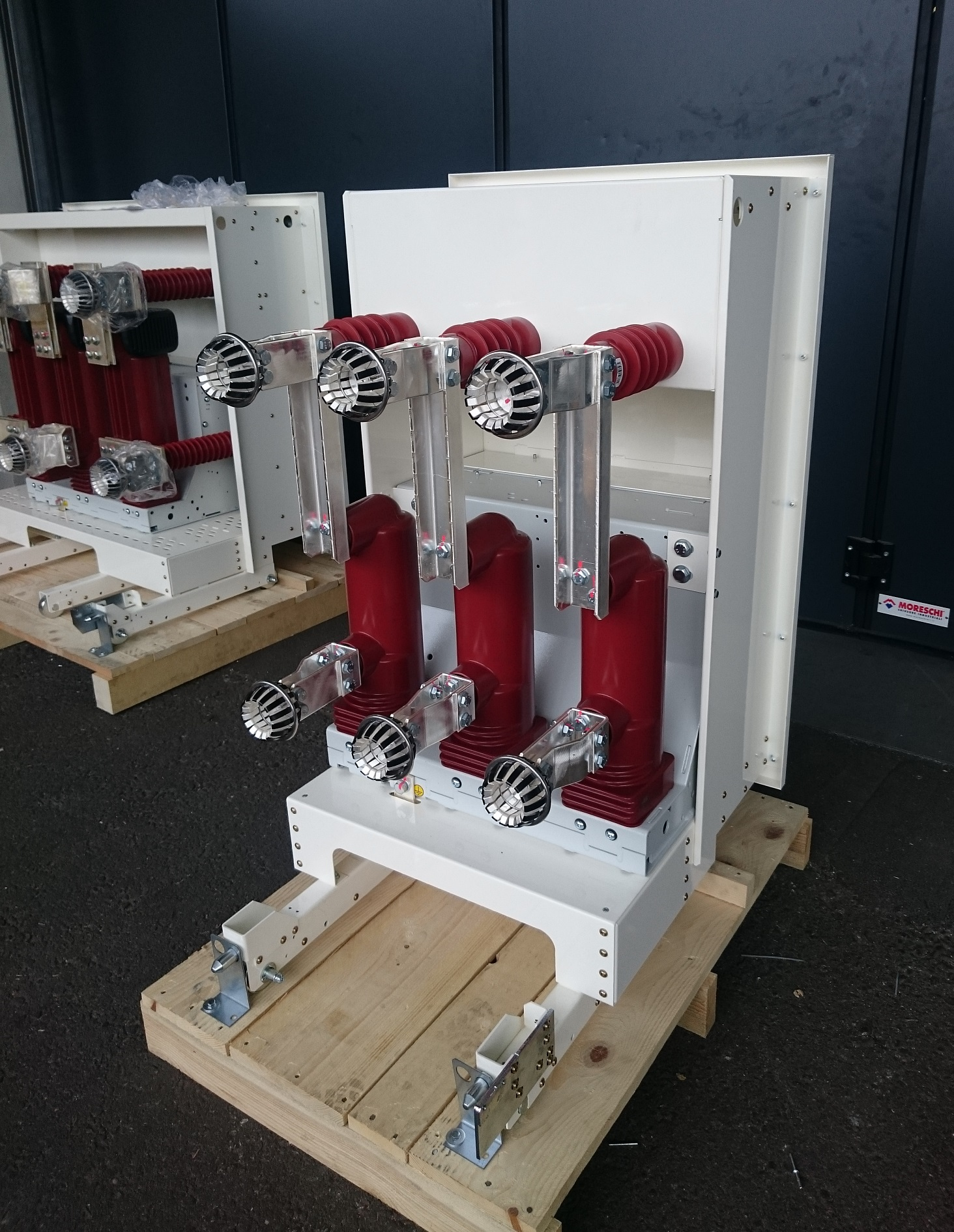 Retrofit circuit breakers for the Netherlands