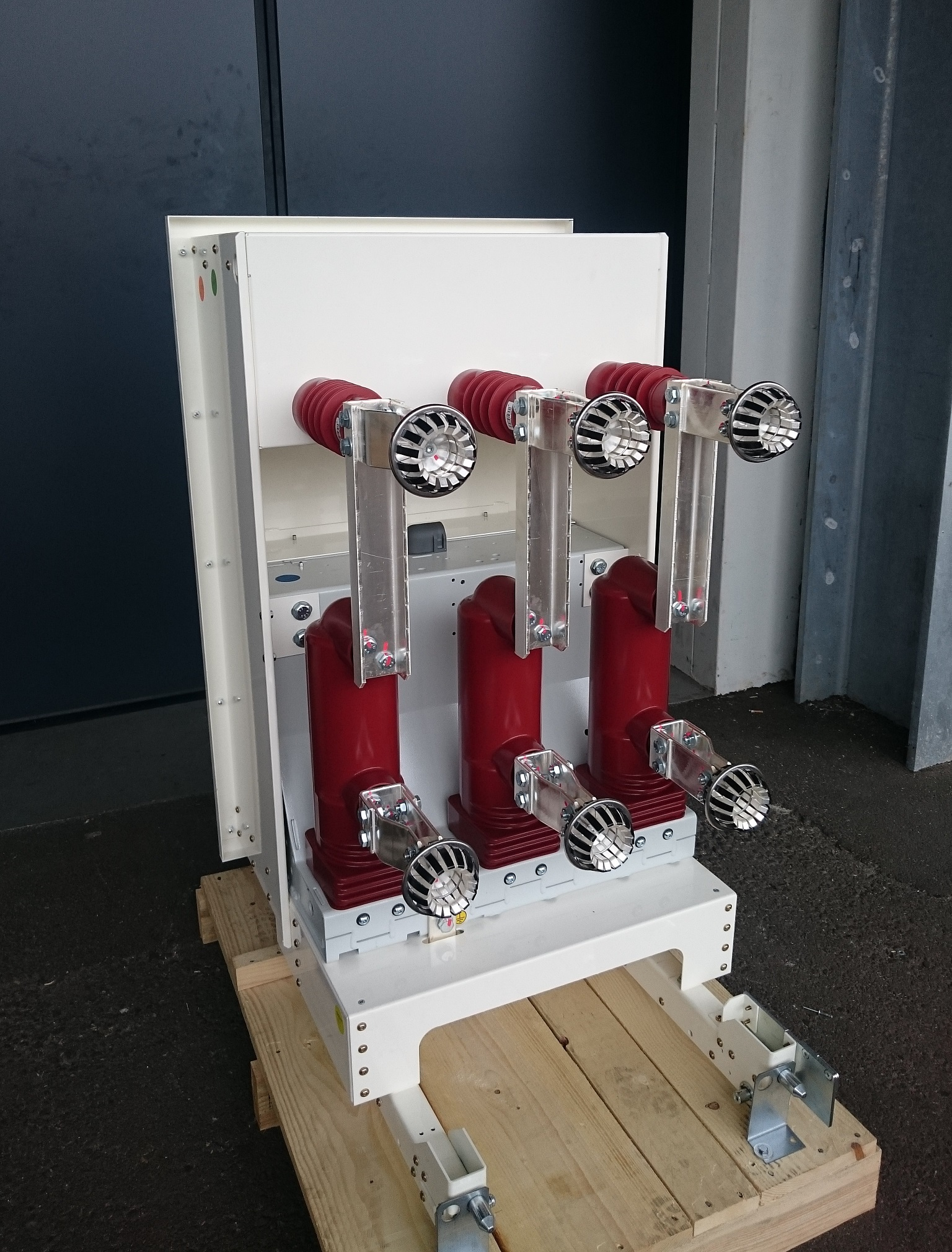 Retrofit on circuit-breakers for Holland authority