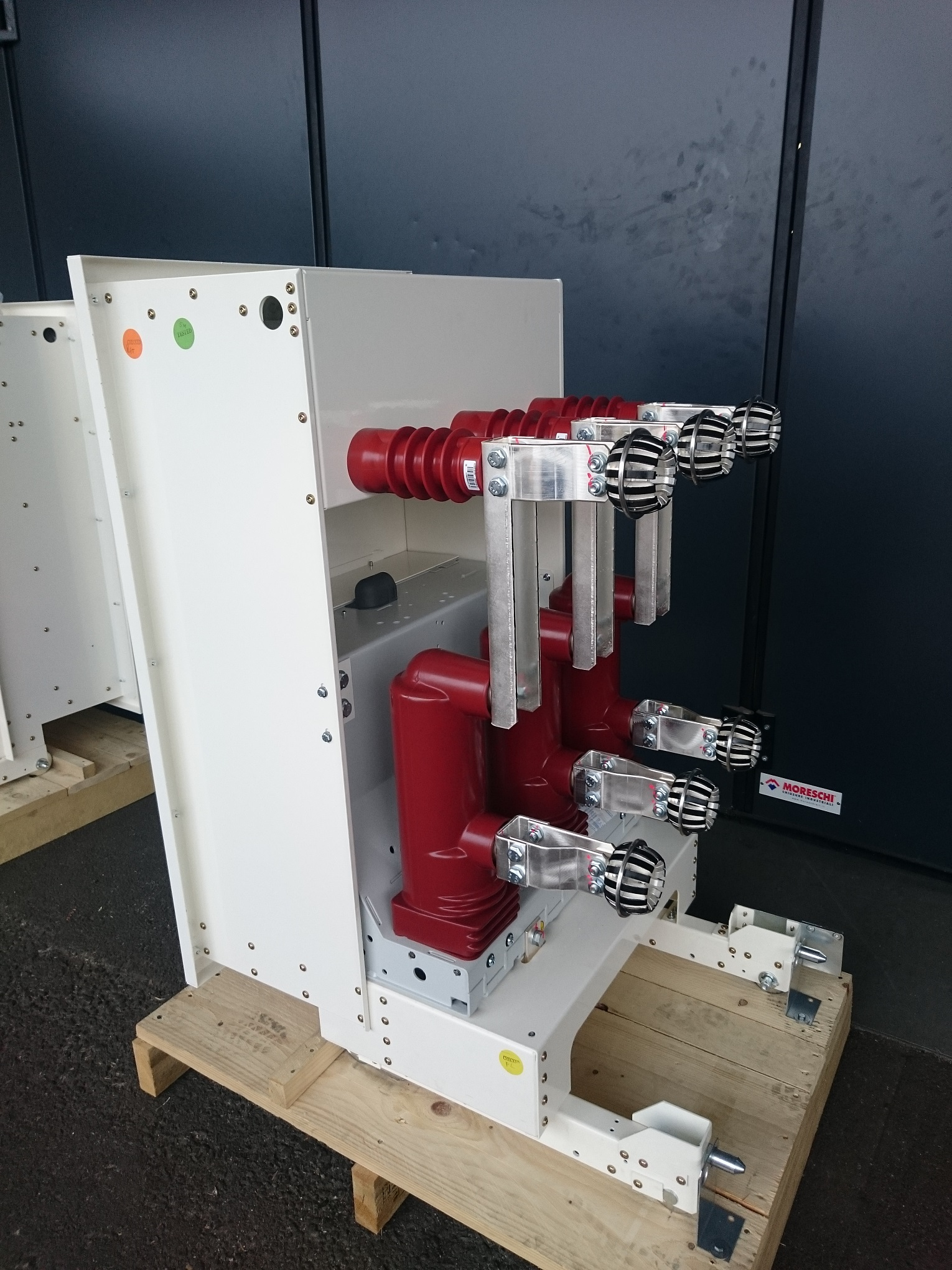 Retrofit on circuit-breakers for Holland