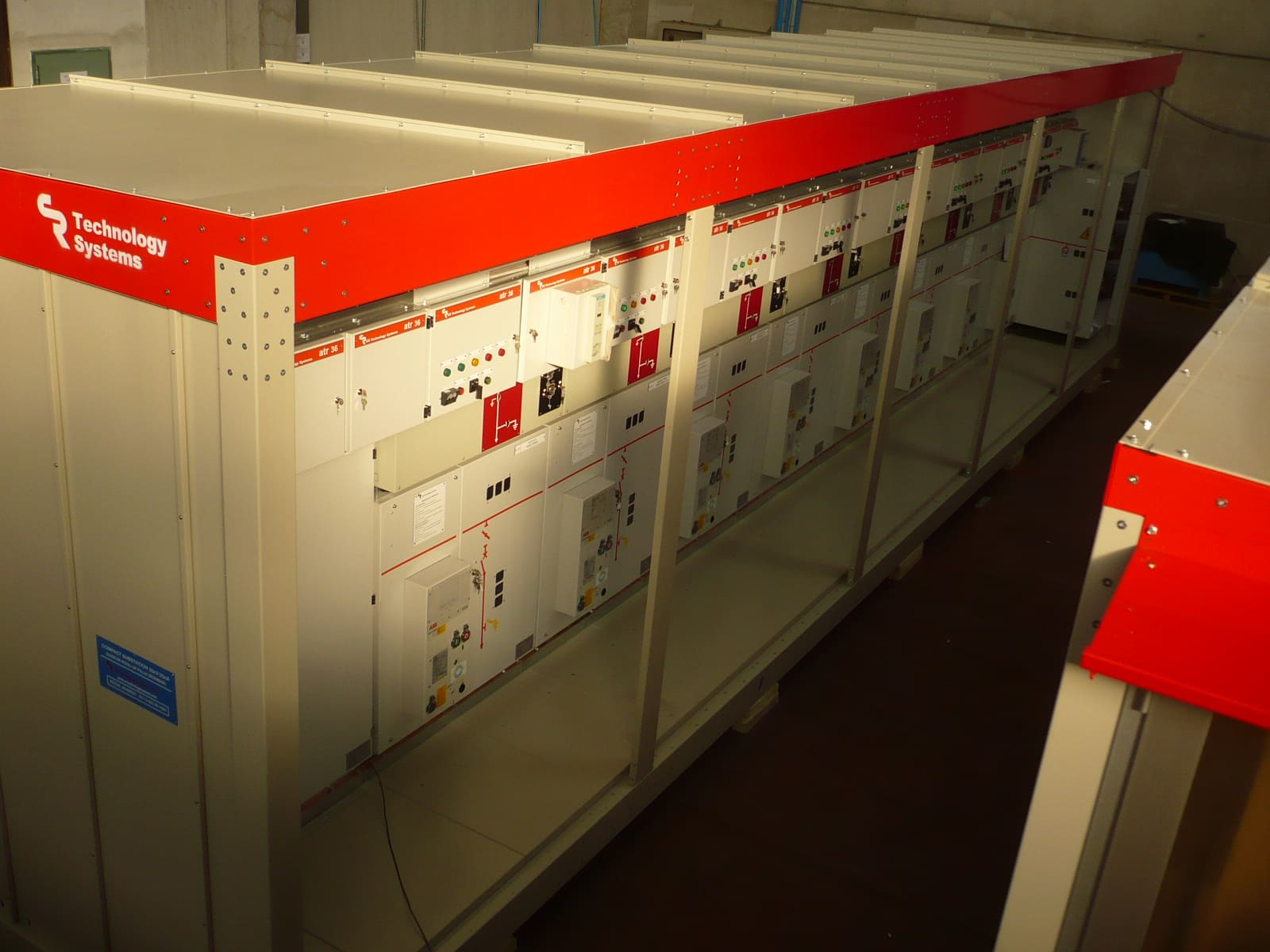 Modular and pre-assembled compact substation