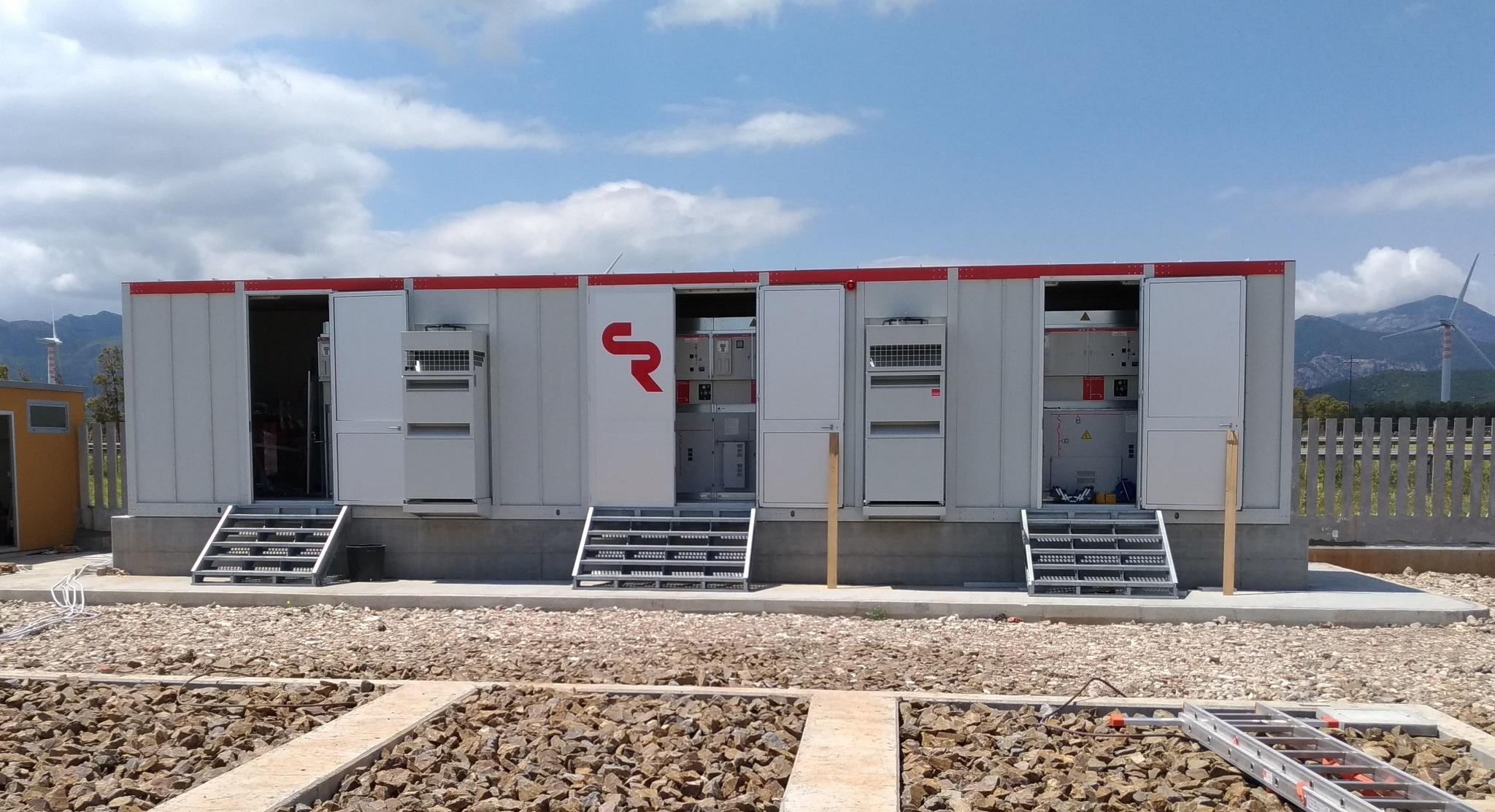 Subestacion eléctrica compacta, Macchiareddu, Cerdeña.