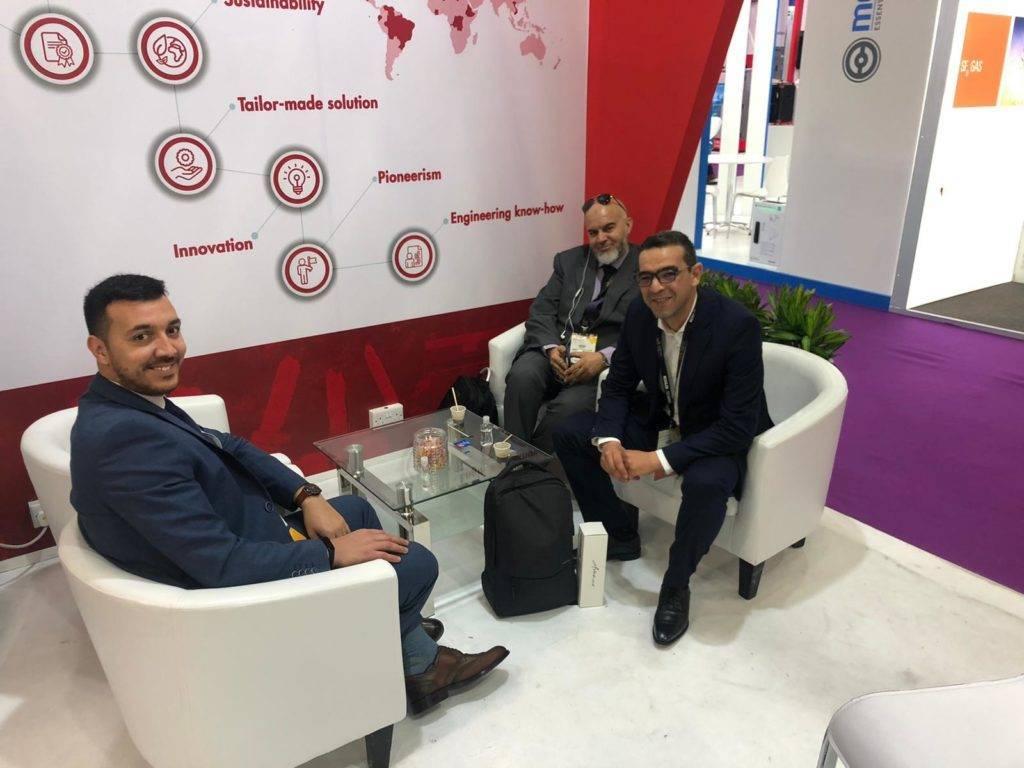 Visitatori interessati al nostro stand alla fiera Middle East Energy 2020