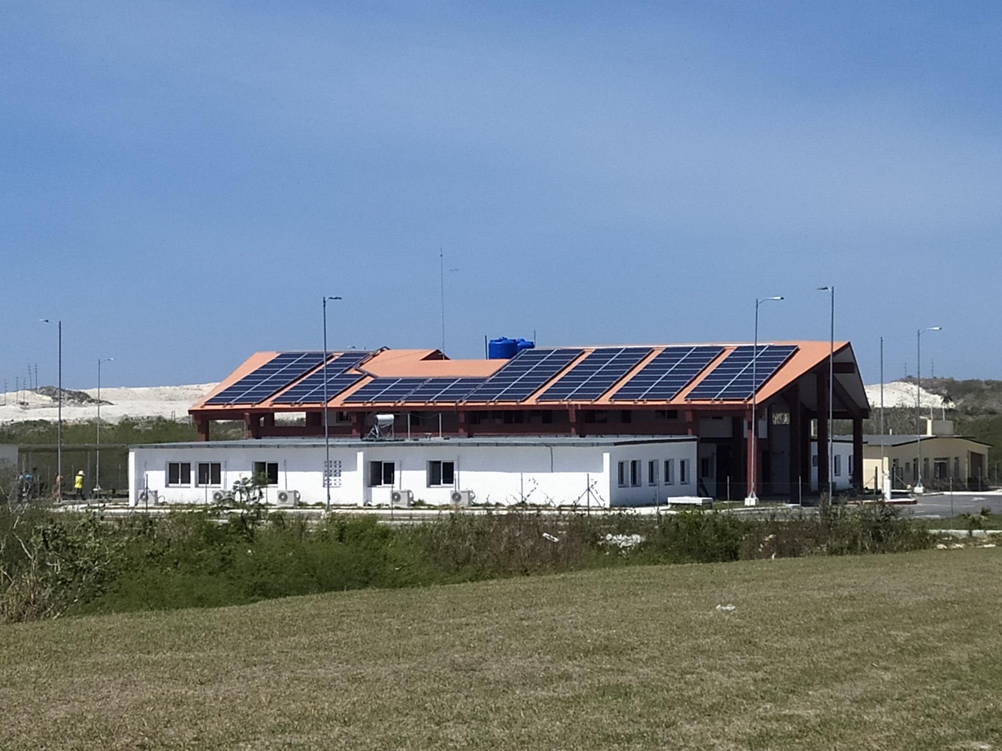 système photovoltaïque sur le toit de la caserne